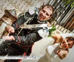 Foto divertente degli sposi