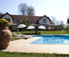 Cerimonia civile di matrimonio a villa il geraneo varese for Matrimonio bordo piscina
