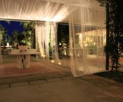 Allestimento delle nozze con veli