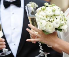 Francesco Caroli - Brindisi con il bouquet della sposa