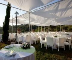 Torre in Pietra - Allestimento del gazebo per il matrimonio