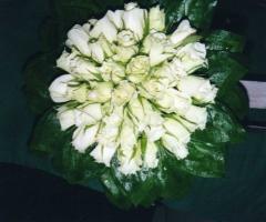 Boquet di rose bianche per la sposa