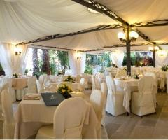 Matrimonio total white sotto il gazebo