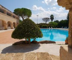 Antica Masseria Martuccio - Una vista con la piscina
