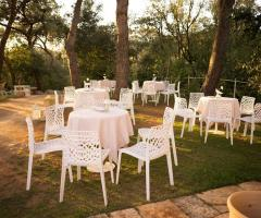 Cala dei Balcani - I tavoli in giardino
