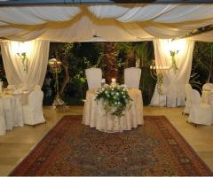Grotta del Conte - Tavoli rotondi per le nozze
