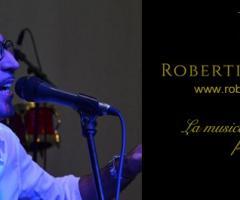 Robertino Eventi durante un'esibizione