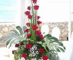 Grotta del Conte - Decorazioni floreali con rose rosse