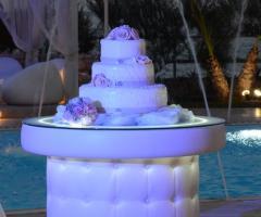 Wedding cake con rose decorate