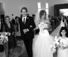 Foto della sposa all'ingresso in chiesa