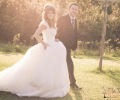 Fotografia dallo stile country degli sposi