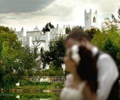 Gli sposi presso la location di nozze