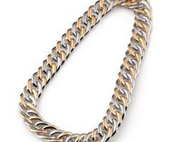 Collier con oro e argento in gioielleria a Milano
