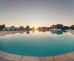 Masseria Grieco - la piscina al tramonto