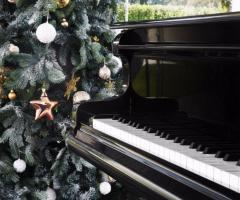 Mama Casa in Campagna - Addobbi invernali e il pianoforte