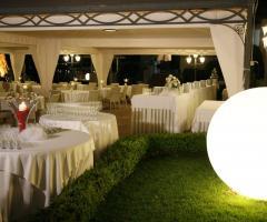 Villa Posillipo - Allestimento con sfere luminose per le nozze