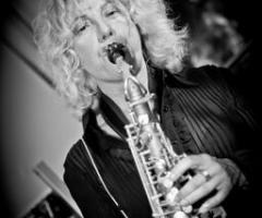 Sax Blond Letizia Brunetti - La passione per il sax