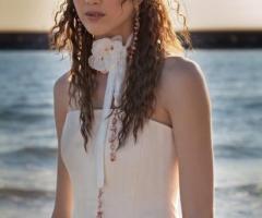 Daniela Gristina - Abito da sposa con corpetto, gonna e fiore come collana