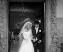 Il lancio dei confetti agli sposi