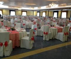 Mise en place con dettagli arancioni per le nozze