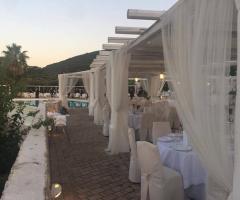 Masseria Santa Teresa - I tavoli sotto il gazebo