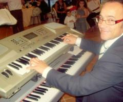 Tastierista per l'intrattenimento musicale delle nozze