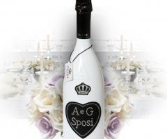 Bottiglia personalizzata da usare come centrotavola del matrimonio