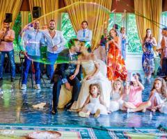 Bang Bang Wedding - Il bacio degli sposi tra le bolle