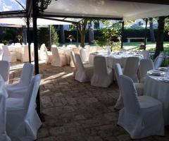 Casa Isabella - Allestimento dei tavoli per il ricevimento all'aperto
