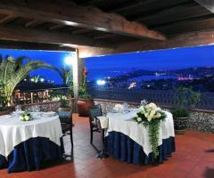 Allestimento del matrimonio in terrazza vista mare