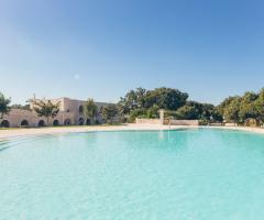 Masseria Grieco - La piscina di giorno
