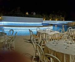 Borgo Ducale Brindisi - I tavoli a bordo piscina