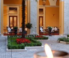 Giardino interno di Palazzo Cardinal Cesi