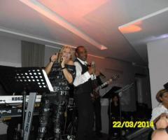Orlando Johnson & i Barrio si esibiscono ad un matrimonio