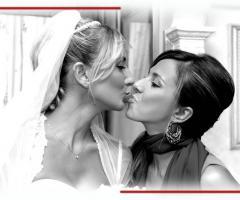 Foto della sposa con la testimone