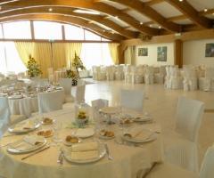 Sala ricevimenti allestita per il matrimonio