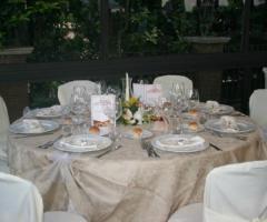 Apparecchiatura dei tavoli per le nozze