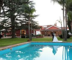 Torre Giulia - Gli sposi presso la piscina