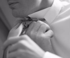 Dettaglio cravatta sposo - Paola Montiglio Photography