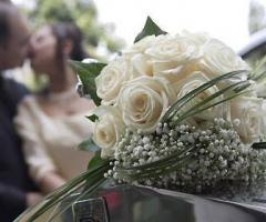 Fiori foglie e follie -Bouquet di fiori con rose bianche