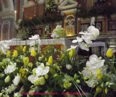 Addobbo floreale per la chiesa
