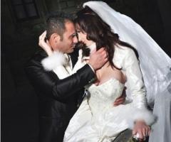 Fotografia degli sposi in un matrimoni invernale