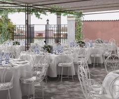 Il giardino di Villa Lina - I tavoli all'aperto, la cura dei particolari
