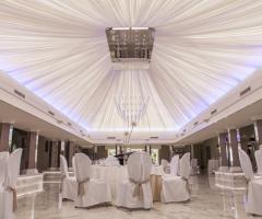 Villa Demetra - Il suggestivo soffitto del salone dei ricevimenti