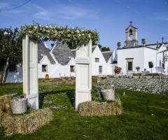 Masseria Luco - La struttura vista dal giardino
