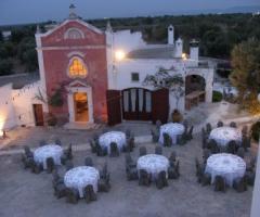 Ricevimento di nozze nell\'aia della Masseria