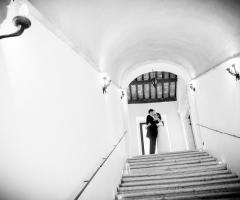 Gli sposi presso la location di matrimonio