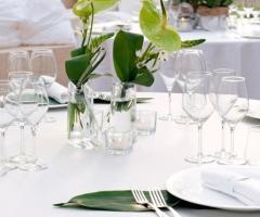 Centrotavola floreali personalizzati per i diversi tavoli del matrimonio a Parco Gambrinus