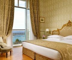 Royal Hotel Sanremo - La camera da letto della suite Mafalda