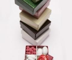 Conti Confetteria Torino - Scatola 4 scomparti, fiori in tessuto, fiori di zucchero e confetti